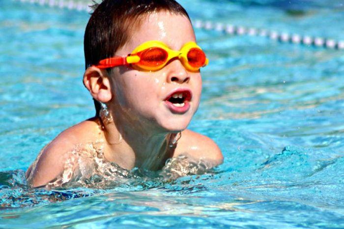 Berenang merupakan salah satu olahraga yang paling baik untuk kesehatan.
