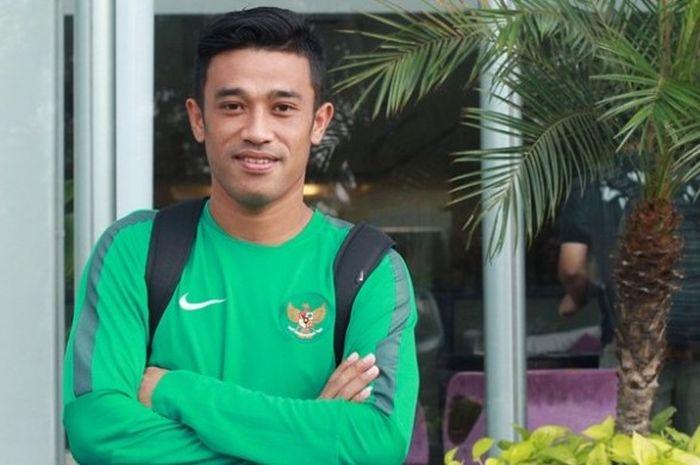 Bek kanan timnas Indonesia, Benny Wahyudi, ketika berpose di areal Hotel Yasmin, Karawaci, Tangerang