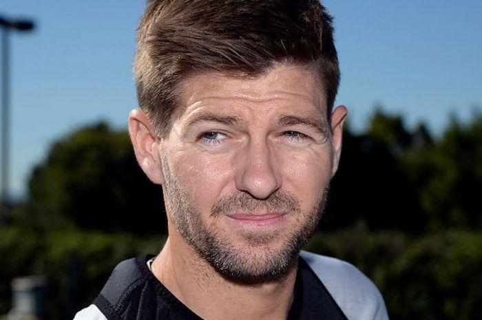 Steven Gerrard, berbicara kepada pers usai sesi latihan bersama Los Angeles Galaxy di StubHub Cente