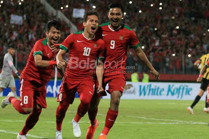 Selebrasi gelandang tim nasional U-19 Indonesia, Egy Maulana Vikri, seusai membobol gawang Malaysia pada semifinal Piala Asia U-19 di Stadion Gelora Delta Sidorajo, Kamis (12/7/2018).