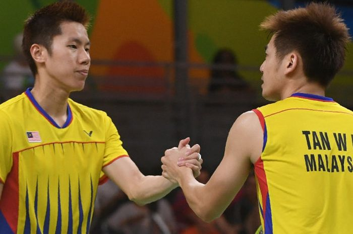 Pasangan ganda putra Malaysia, Goh V Shem/Tan Wee Kiong, bereaksi saat melakoni laga melawan Zhang Nan/Fu Haifeng pada babak final Olimpiade Rio 2016.