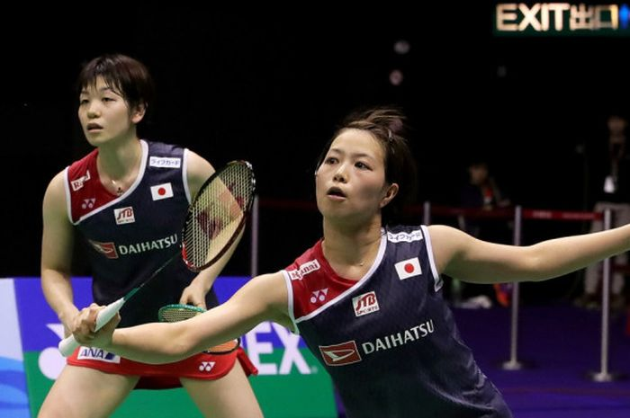 Pasangan ganda putri Jepang, Yuki Fukushima (kanan)/Sayaka Hirota, saat tampil pada laga final Hong Kong Open 2018.