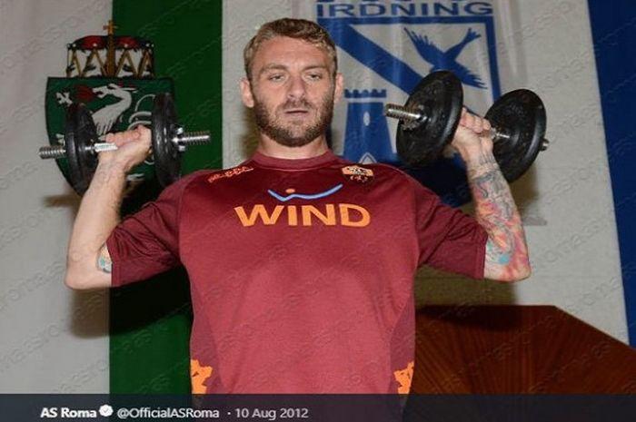 Kapten AS Roma, <a href='http://medan.tribunnews.com/tag/daniele-de-rossi' title='Daniele&nbsp;De&nbsp;Rossi'>Daniele&nbsp;De&nbsp;Rossi</a>.