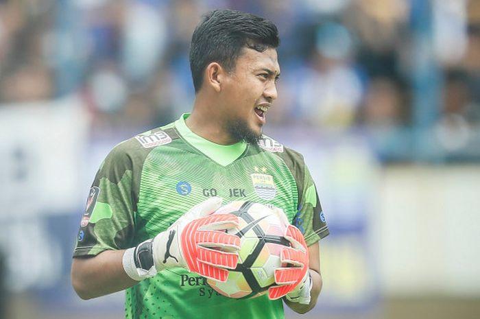 Kiper Persib Bandung, Deden Nathsir , saat melawan Sriwijaya FC di Piala Presiden 2018, Selasa (16/1