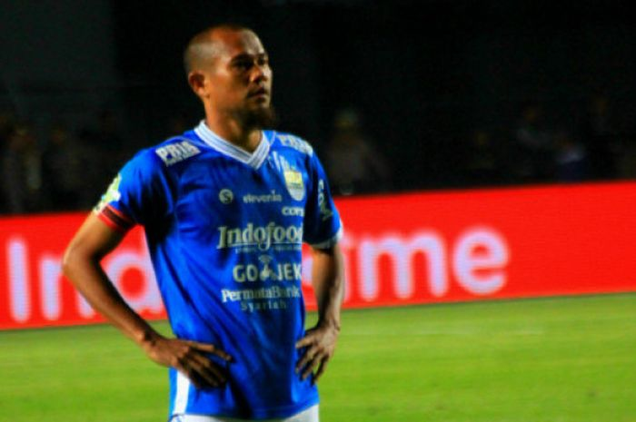 Bek Persib Bandung, Supardi Nasir saat melawan Persela Lamongan di Stadion Gelora Bandung Lautan Ap