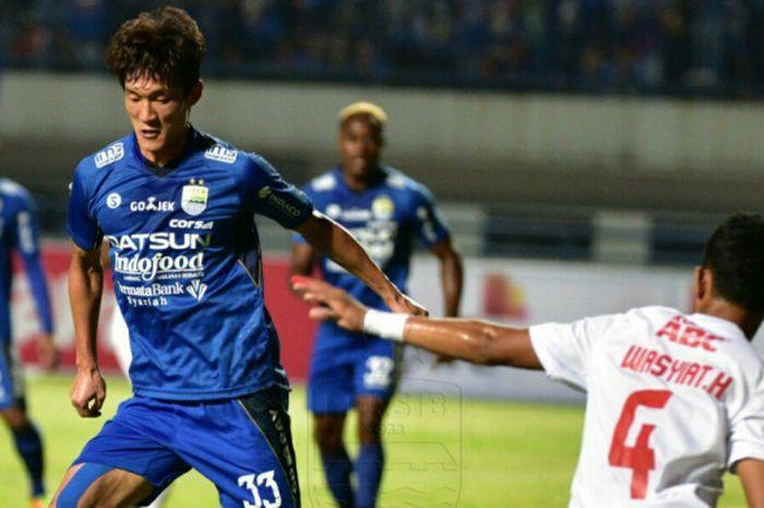 Persib Bandung takluk 0-1 dari PSM Makassar pada pertandingan terakhir Grup A Piala Presiden 2018, di Stadion Gelora Bandung Lautan Api, Jumat (26/1/2018).