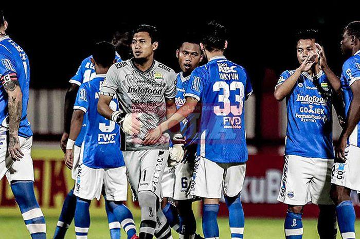 Pemain Persib Bandung saat melawan Persija Jakarta dalam laga tunda pekan keenam Liga 1 2018 di Stadion PTIK, Jakarta Selatan, Sabtu (30/6/2018).