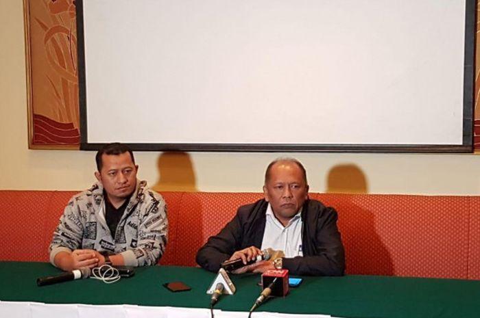 Hidayat (kanan) mengundurkan diri dari Eksekutif Komite (Exco) PSSI terkait isu pengaturan skor atau
