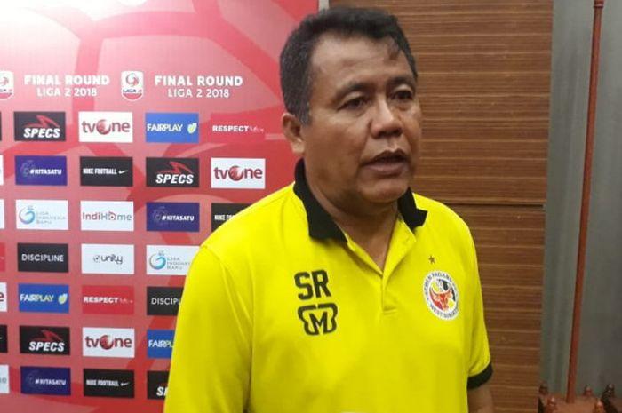 Pelatih Semen Padang FC Syafrianto Rusli dalam jumpa pers jelang laga Final Liga 2 2018 di Hotel Lorin Sentul Bogor, Senin (3/12/2018).
