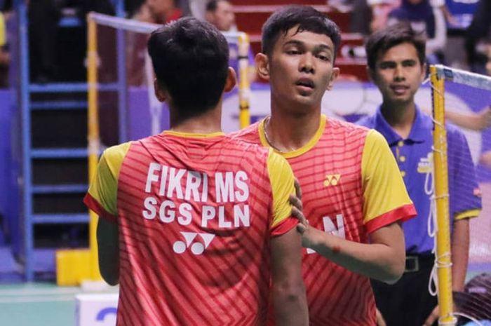 Pasangan ganda putra tim SGS PLN Bandung, Fajar Alfian/Muhammad Sohibul Fikri, berhasil meraih kemenangan atas pasangan PB AD, Aji Firmansyah/Brillian Rachmat Permadi, pada pertandingan penyisihan Grup B Divisi 1 Kejurnas PBSI 2018, Selasa (18/12/2018).