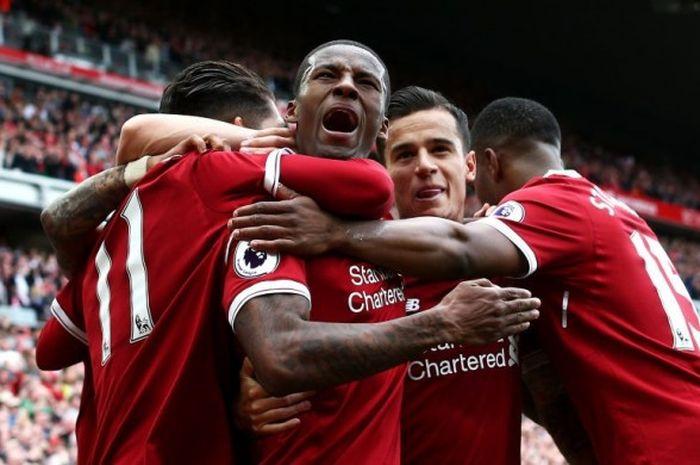 Gelandang Liverpool FC, Georginio Wijnaldum, merayakan gol yang dia cetak ke gawang Middlesbrough dalam laga Premier League di Stadion Anfield, Liverpool, Inggris, pada 21 Mei 2017.