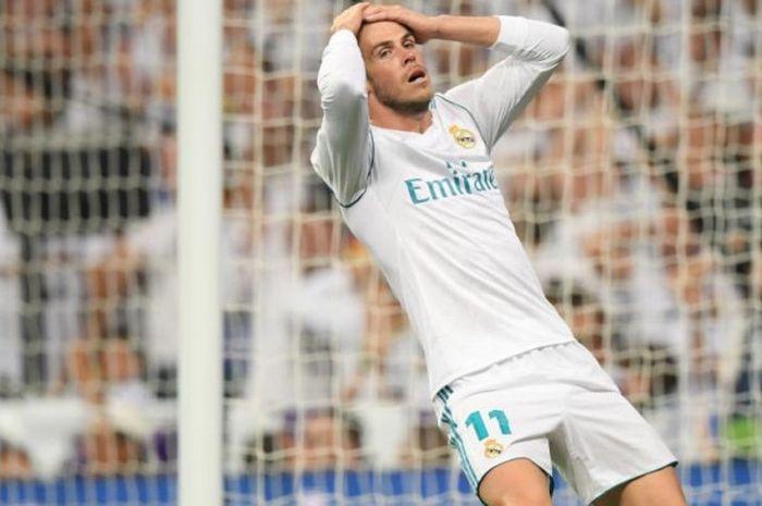 Ekspresi sayap ofensif Real Madrid, Gareth Bale, setelah gagal menciptakan gol ke gawang Real Betis dalam partai Liga Spanyol di Santiago Bernabeu, Madrid, 20 September 2017.