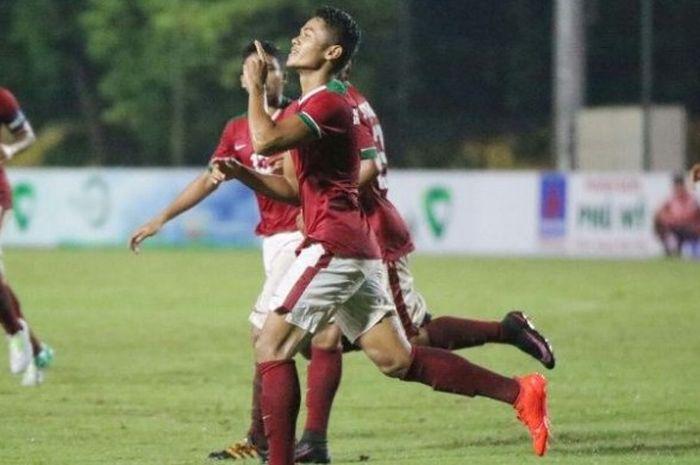 Selebrasi striker Indonesia U-19, Dimas Drajad, seusai mencetak dua gol ke gawang Thailand pada lag
