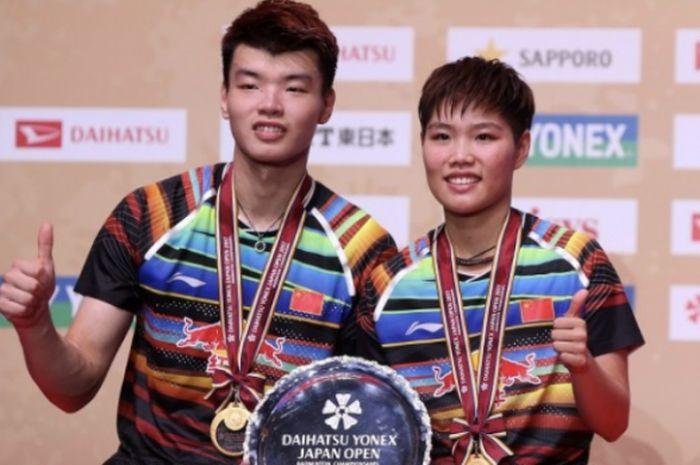 Ganda campuran China, Wang Yilyu (kiri) dan Huang Dongping