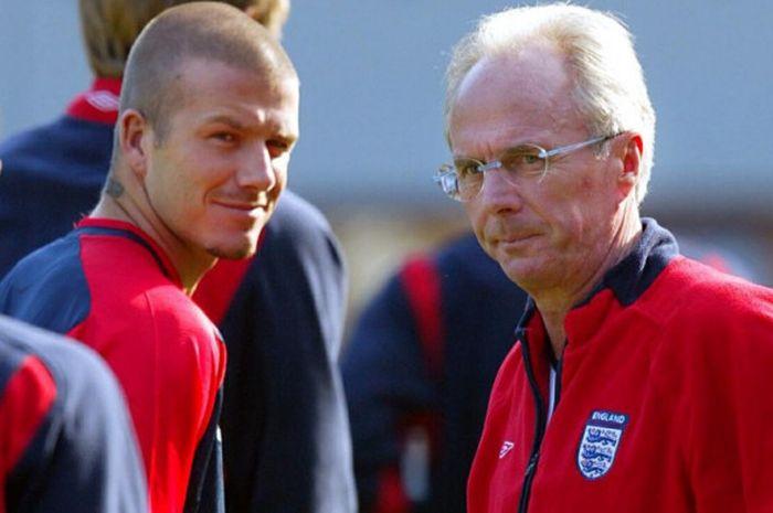 Sven-Goran Eriksson (kanan) dan David Beckham dalam sesi latihan timnas Inggris di Stadion Ernst H