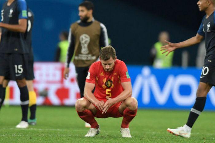 Ekspresi kekecewaan pemain Belgia, Jan Vertonghen, seusai kalah dari Prancis pada semifinal Piala Dunia 2018 di Saint-Petersburg Stadium, Selasa (10/7/2018)
