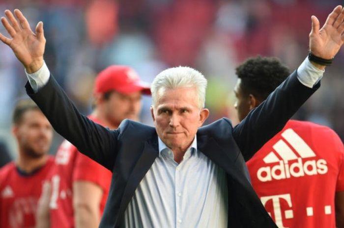 Reaksi Jupp Heynckes setelah Bayern Muenchen dipastikan menjuarai Liga Jerman setuntasnya partai kontra Augsburg, 7 April 2018.