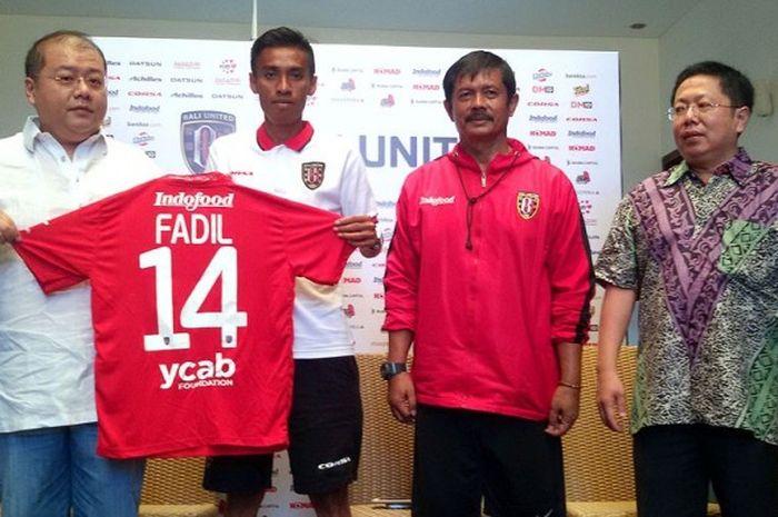 CEO Bali United, Yabes Tanuri (kiri) bersama Indra Sjafri dan owner Bali United, Pieter Tanuri (kana