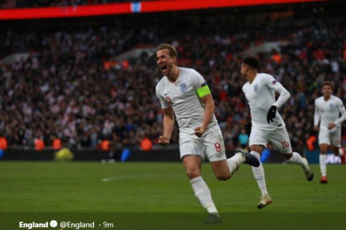 Penyerang Inggris, Harry Kane, merayakan gol yang dicetak ke gawang Kroasia dalam laga Liga A Grup 4 UEFA Nations League di Stadion Wembley, London, Minggu (18/11/2018).