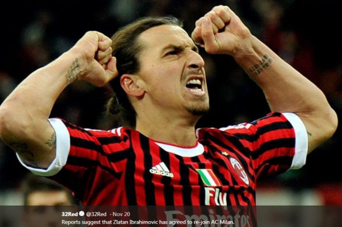 Zlatan Ibrahimovic merayakan gol saat membela AC Milan.