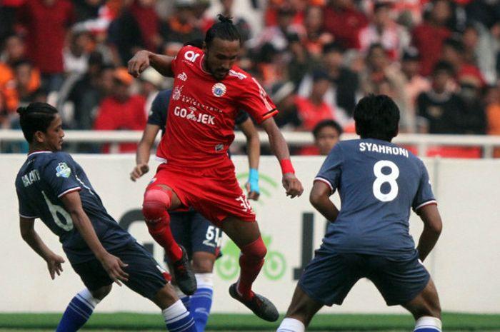 Aksi gelandang Persija Jakarta, Rohit Chand, pada laga kontra Persela Lamongan, di Stadion Utama Gelora Bung Karno (SUGBK), Selasa (20/11/2018).