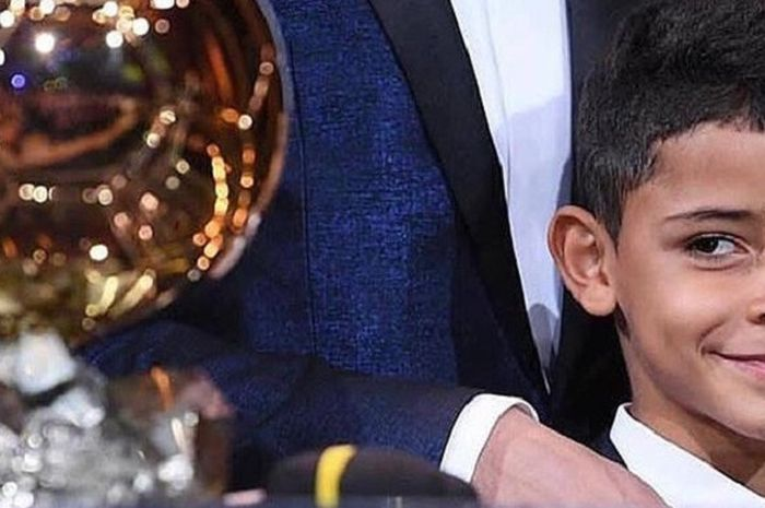 Cristiano Ronaldo Junior memandang Ballon d'Or