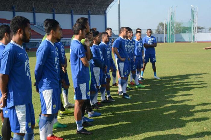 Mario Gomez memimpin latihan perdana Persib Bandung, pasca libur Lebaran.