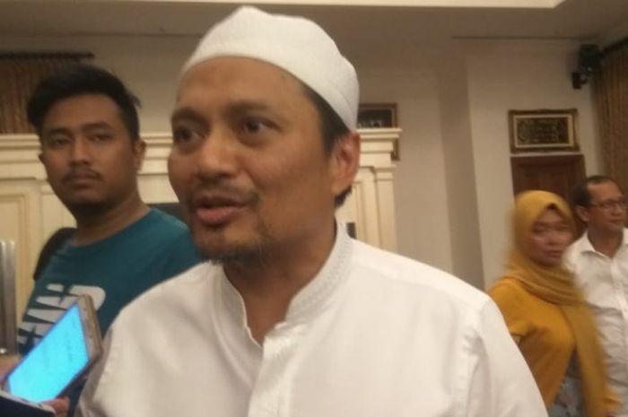 Manajer Barito Putera, Hasnuryadi Sulaiman, berbincang kepada wartawan di kediamannya, Kebayoran Baru.