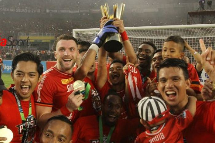 Para pemain Persija Jakarta merayakan gelar juara Liga 1 2018.