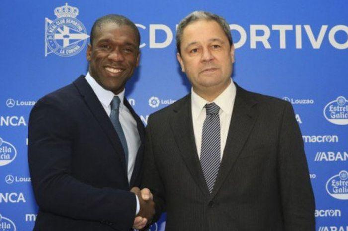 Clarence Seedorf (kiri) menjadi pelatih baru Deportivo La Coruna pada Senin (5/2/2018).