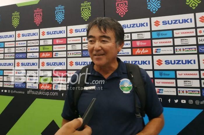 Pelatih timnas Timor Leste, Norio Tsukitate menjawab pertanyaan di mixed zone Stadion Utama Gelora B