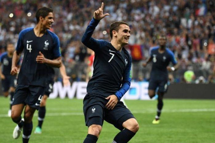 Selebrasi penyerang Antoine Griezmann saat merayakan golnya untuk Prancis ke gawang Kroasia dalam laga final Piala Dunia 2018 di Stadion Luzhniki, Moskow, 15 Juli 2018.