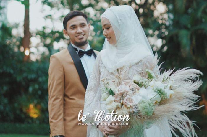 Foto pernikahan pasangan atlet wushu nasional Indonesia, Achmad Hulaefi dan Lindswell Kwok, yang telah resmi melangsungkan resepsi pernikahan di Hotel Ayana Midplaza, Jakarta, Minggu (9/12/2018) malam.