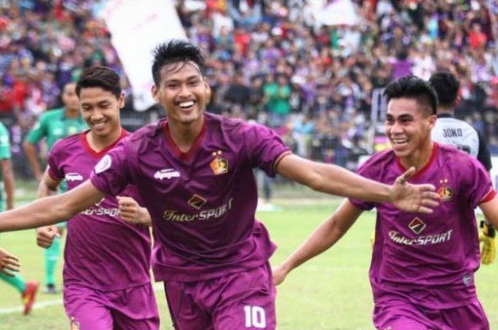 Selebrasi striker Persik, Septian Satria Bagaskara seusai mencetak gol untuk timnya pada Liga 3 2018.