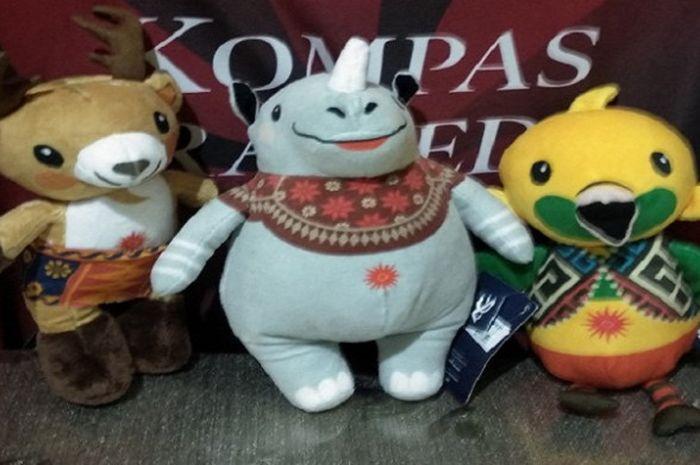 Boneka resmi maskot Asian Games 2018 (dari ki-ka) Atung, Kaka dan Bhin-bhin.