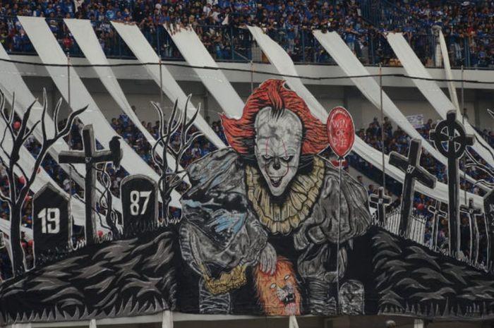 Koreografi suporter Persib Bandung pada laga Liga 1 2018 kontra Arema FC di Stadion Gelora Bandung Lautan Api, Kamis (13/9/2018).