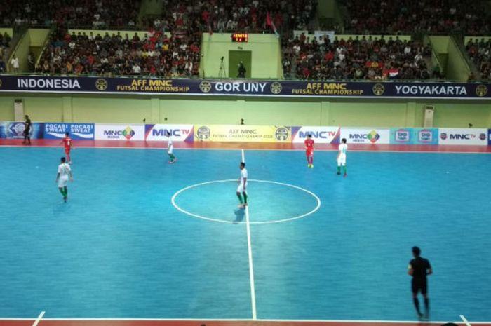 Suasana laga Timnas Futsal Indonesia kontra Timnas Futsal Myanmar pada laga Grup A Piala Futsal AFF 2018 di GOR UNY, Kabupaten Sleman, Senin (5/11/2018).