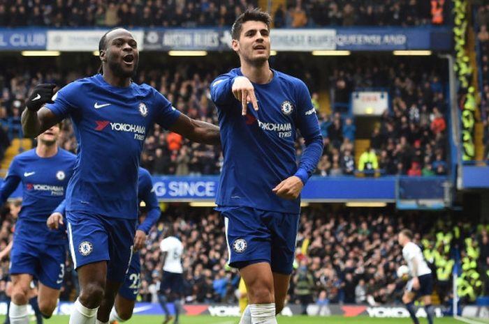 Striker Chelsea, Alvaro Morata (kanan), merayakan gol yang dicetak ke gawang Tottenham Hotspur dalam laga Liga Inggris di Stadion Stamford Bridge, London pada 1 April 2018.