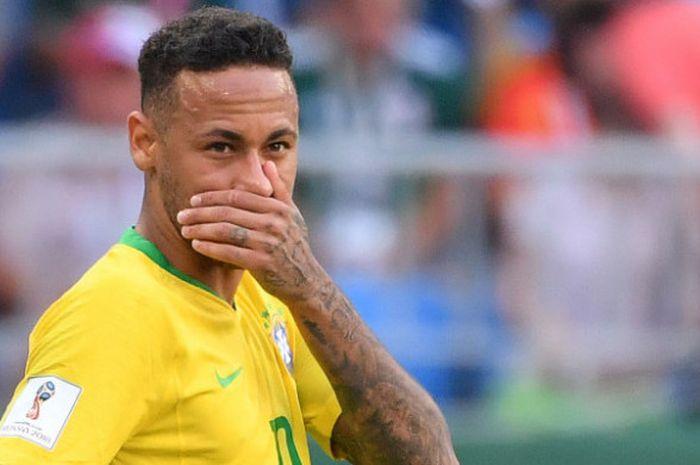 Didaulat Jadi Model Neymar Berpose Begini Bersama Model Seksi Asal Inggris Semua Halaman Bolasport Com