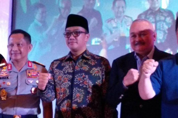 Menteri Pemuda dan Olahraga Imam Nahrawi (ketiga dari kanan) berpose seusai acara diskusi Asian Games 2018 di Hotel Le Meridien, Jakarta, Rabu (2/5/2018).