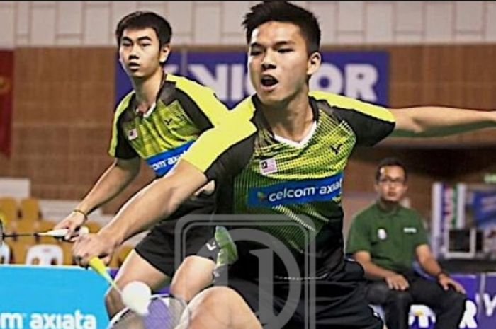 Pebulu tangkis ganda putra Malaysia, Nur Izzuddin Rumsani (depan) dan Goh Sze Fei (belakang).