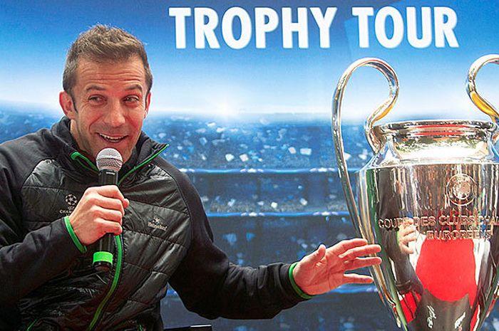 Legenda sepak bola Italia, Alessandro Del Piero, berbicara kepada media dalam event tur trofi Liga C