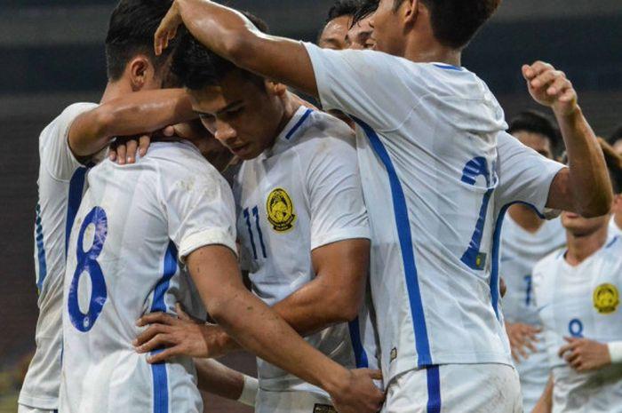 Para pemain timnas U-23  Malaysia berselebrasi melawan timnas U-23 Uni Emirat Arab pada laga ujicoba di Stadion Shah Alam, Jumat (10/8/2018)