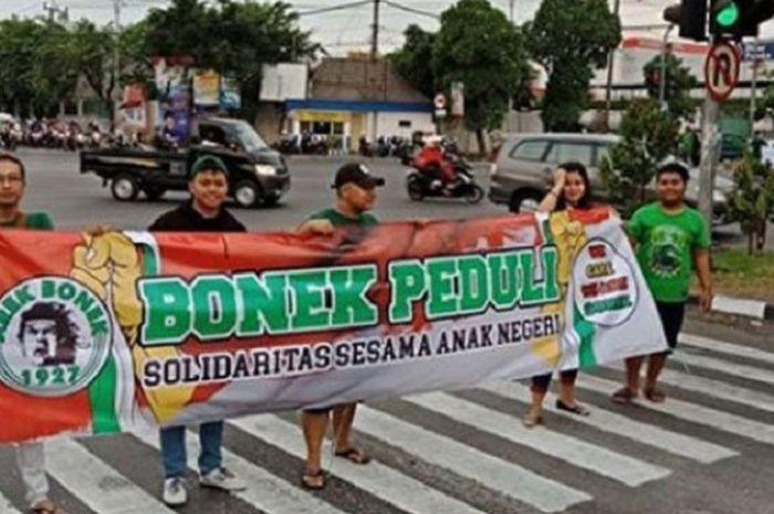 Bonek lakukan aksi penggalangan dana untuk korban gempa di Lombok.