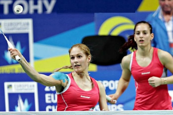 Ganda putri Bulgaria, Gabriela Stoeva (depan) dan Stefani Stoeva.
