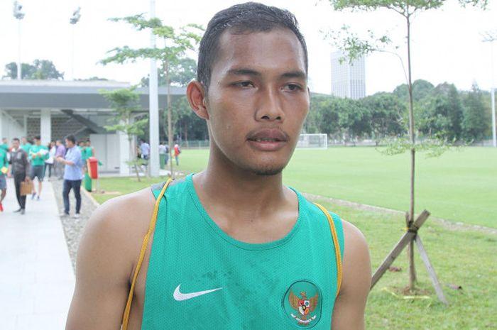 Bek Barito Putera, Dandi Maulana Abdulhak, pada training camp (TC) timnas U-23 Indonesia di Lapangan ABC, Senayan, Jakarta Pusat, Selasa (20/2/2018).