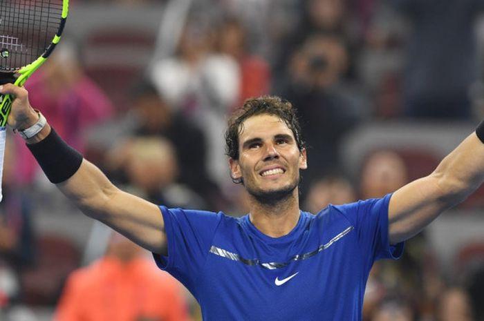 Petenis tunggal putra nomor satu dunia dari Spanyol, Rafael Nadal, melakukan selebrasi setelah memenangi laga atas Grigor Dimitrov (Bulgaria) pada babak semifinal turnamen China Terbuka di Beijing, Sabtu (7/10/2017).