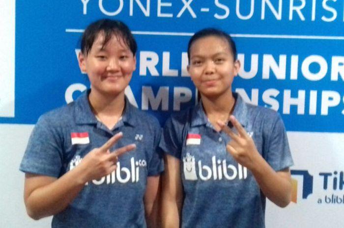 Ganda putri Indonesia, Agatha Imanuela dan Siti Fadia Silva, berpose usai memenangi laga atas Maggie Chan/Victoria He (21-7, 21-5), pada lanjutan ajang WJC 2017, Rabu (18/10/2017).