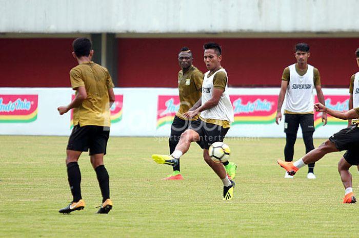 Pemain Persiba Balikpapan saat berlatih di Stadion Maguwoharjo, Rabu (19/09) pagi.