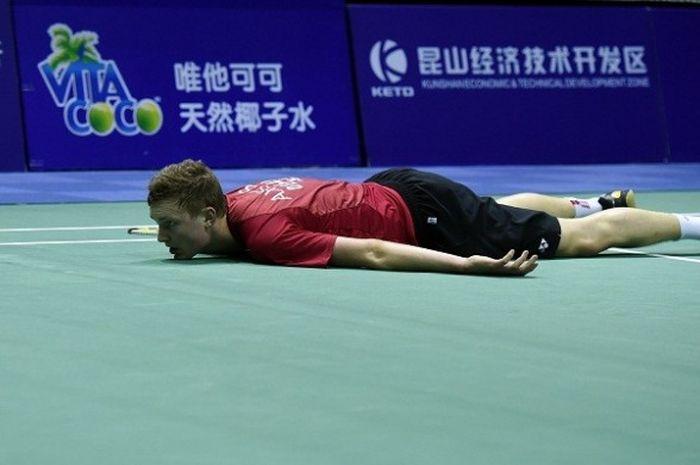Pebulu tangkis tunggal putra Denmark, Viktor Axelsen, bereaksi ketika kehilangan poin dari Lee Chong